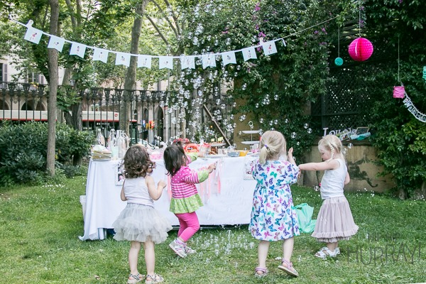 A bubbling birthday party in a park by Hip Hip Hurray, Barcelona